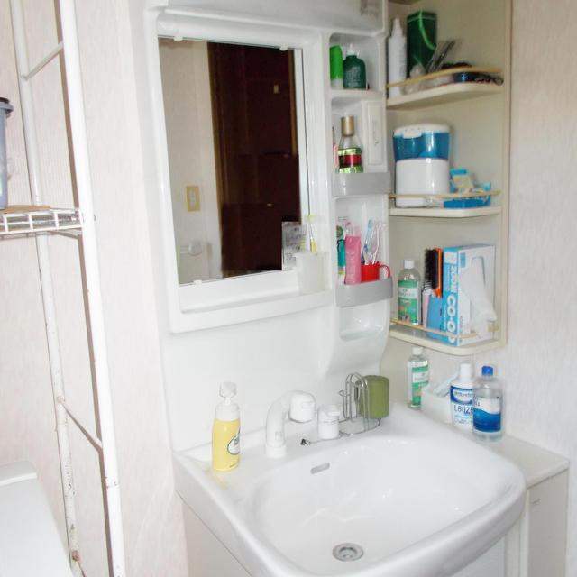 H様邸。洗面化粧台リフォームの事例です。